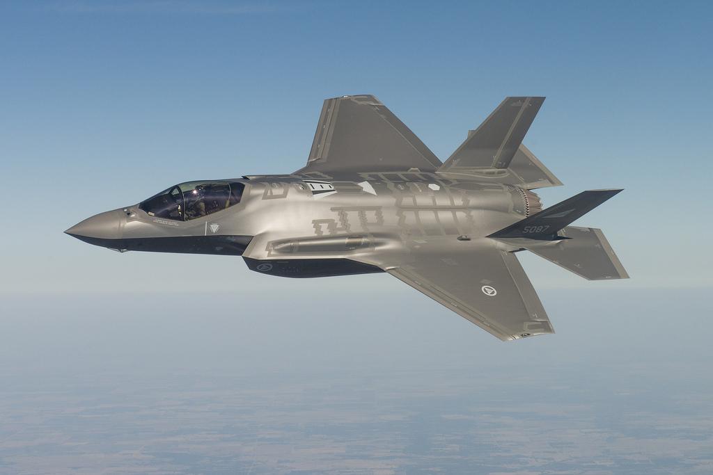 RNoAF-F-35-maneuvering